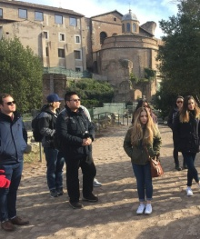Undergraduate students visit the Roman Forum.