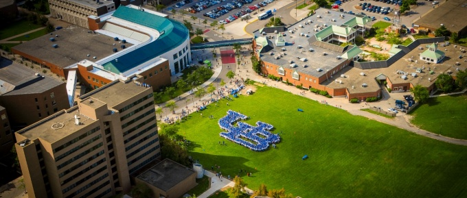 Aerial view of interlocking UB made up of incoming freshman students.
