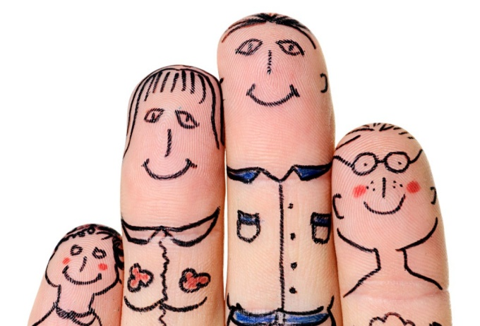 A family drawn on four fingers.
